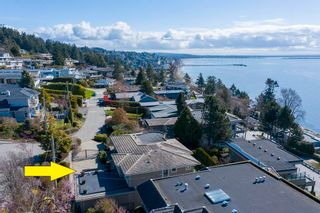 """Photo 3: 14342 SUNSET Drive: White Rock House for sale in """"White Rock Beach"""" (South Surrey White Rock)  : MLS®# R2590689"""