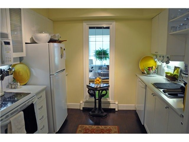 Photo 4: Photos: # 17 2130 MARINE DR in West Vancouver: Dundarave Condo  : MLS®# V987286