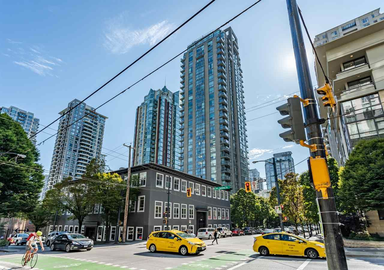 """Main Photo: 1604 928 RICHARDS Street in Vancouver: Yaletown Condo for sale in """"THE SAVOY"""" (Vancouver West)  : MLS®# R2403427"""