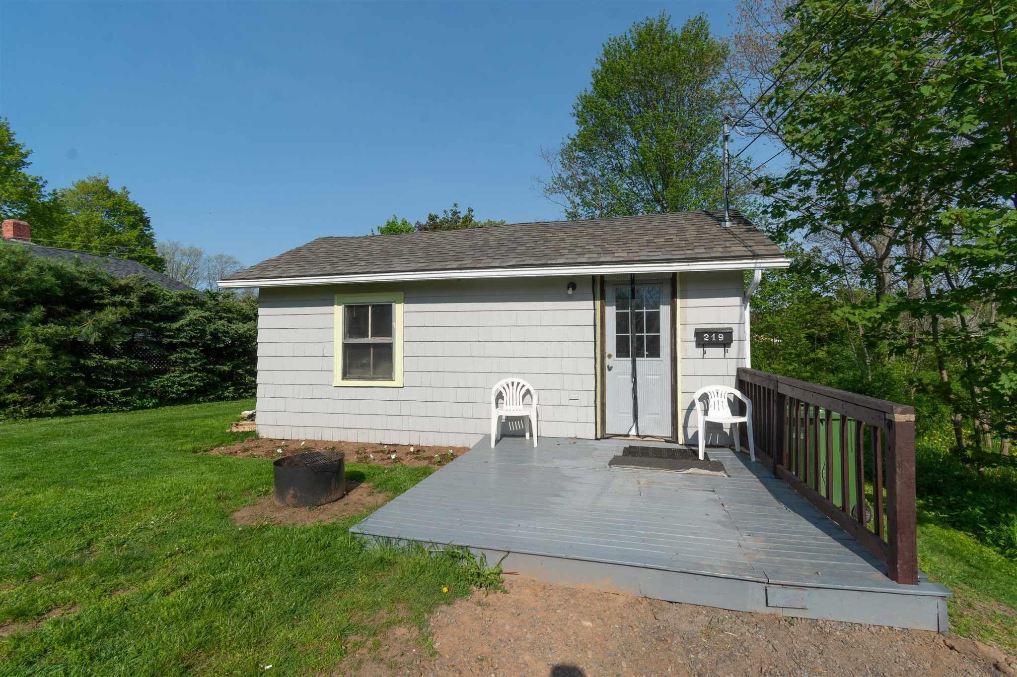Main Photo: 219-221 Oakdene Avenue in Kentville: 404-Kings County Multi-Family for sale (Annapolis Valley)  : MLS®# 202112720