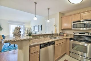 Photo 8: CLAIREMONT Condo for sale : 1 bedrooms : 5404 Balboa Arms Dr #469 in San Diego