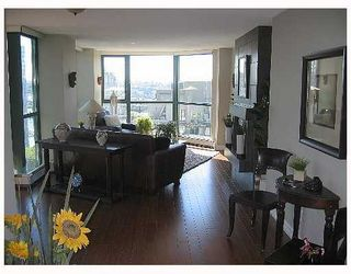 """Photo 3: 2005 289 DRAKE Street in Vancouver: Downtown VW Condo for sale in """"PARKVIEW TOWER"""" (Vancouver West)  : MLS®# V661632"""