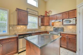 Photo 10: 301 Inglewood Grove SE in Calgary: Inglewood Row/Townhouse for sale : MLS®# A1118391