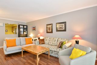 """Photo 5: 204 1458 BLACKWOOD Street: White Rock Condo for sale in """"Champlain Manor"""" (South Surrey White Rock)  : MLS®# R2208824"""