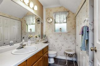 """Photo 11: 7 5925 177B Street in Surrey: Cloverdale BC Townhouse for sale in """"The Gables"""" (Cloverdale)  : MLS®# R2447082"""