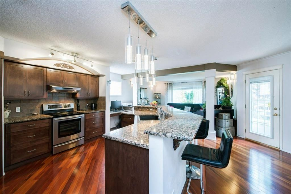 Photo 3: Photos: 10 MT BREWSTER Circle SE in Calgary: McKenzie Lake Detached for sale : MLS®# A1025122