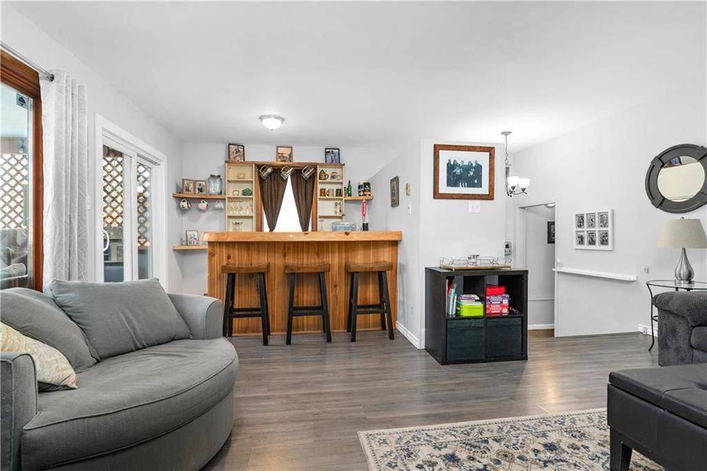 Photo 9: Photos: 145 Woodlawn Avenue in Winnipeg: Residential for sale (2C)  : MLS®# 202110539