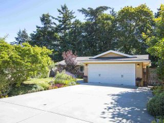Photo 1: 5755 FERGUSON Court in Delta: Tsawwassen East House for sale (Tsawwassen)  : MLS®# R2090014