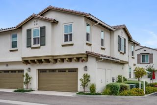 Photo 2: OCEANSIDE Townhouse for sale : 3 bedrooms : 4128 Rio Azul Way