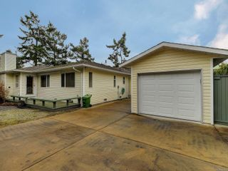 Photo 18: 9692 First St in Sidney: Si Sidney South-East Half Duplex for sale : MLS®# 864027