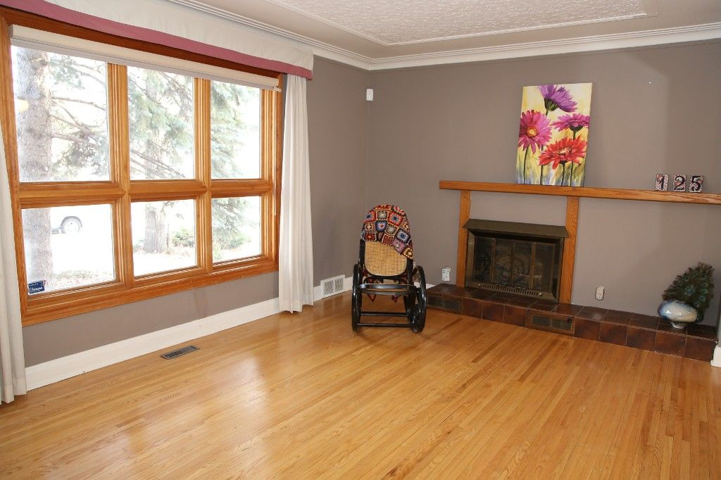 Photo 5: Photos: 125 Lindsay Street in WINNIPEG: River Heights Single Family Detached for sale (South Winnipeg)  : MLS®# 1427795