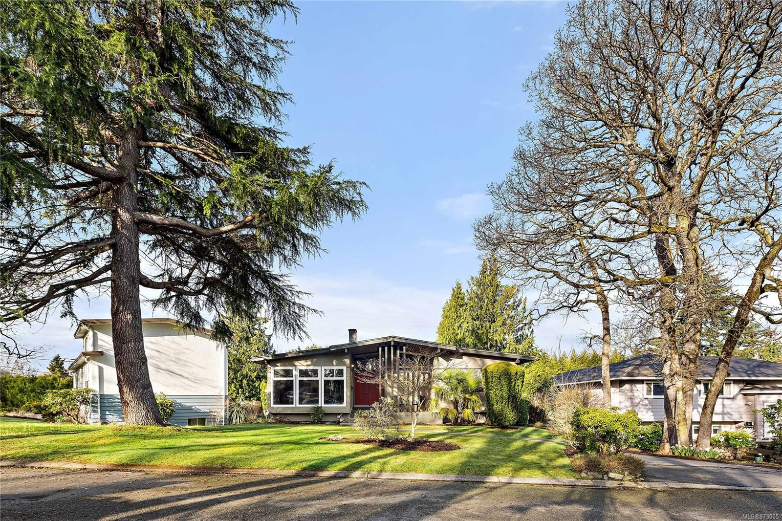 Main Photo: 3940 Margot Pl in : SE Maplewood House for sale (Saanich East)  : MLS®# 873005
