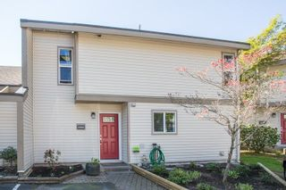 """Photo 1: 6109 GREENSIDE Drive in Surrey: Cloverdale BC Townhouse for sale in """"Greenside Estates"""" (Cloverdale)  : MLS®# R2264200"""