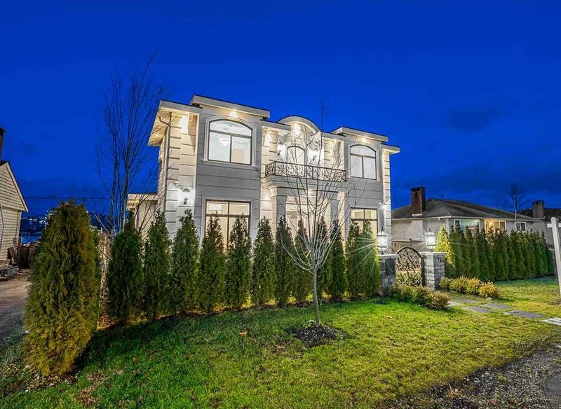 FEATURED LISTING: 5715 LAUREL Street Burnaby