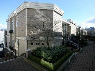 FEATURED LISTING: 309 - 680 7TH Avenue West Vancouver