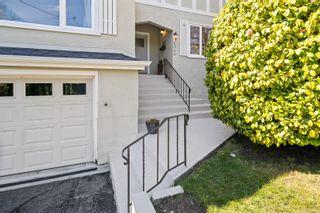 Photo 3: 2044 Beach Dr in Oak Bay: OB Estevan House for sale : MLS®# 872174