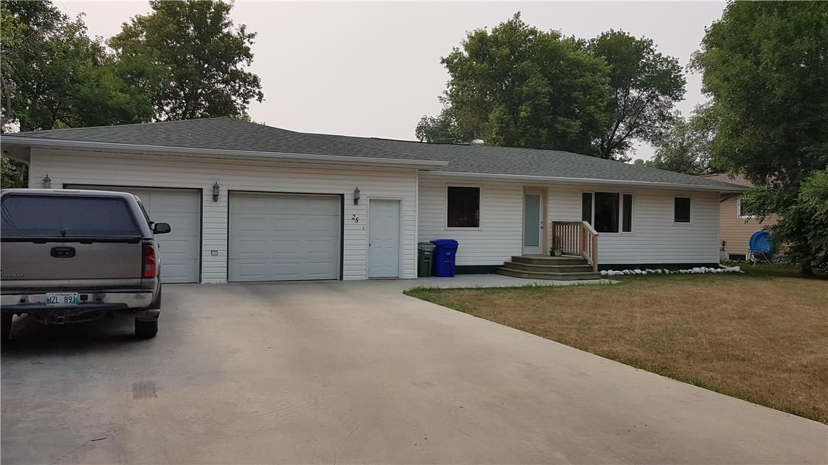 Main Photo: 25 2nd Street NW in Altona: House for sale : MLS®# 202125084