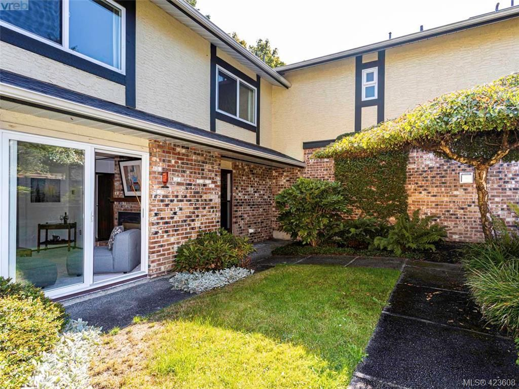 Main Photo: 11 949 Pemberton Rd in VICTORIA: Vi Rockland Row/Townhouse for sale (Victoria)  : MLS®# 836588