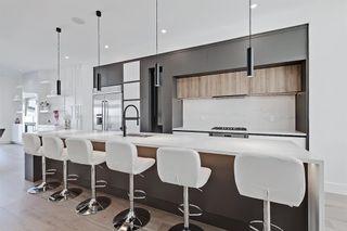 Photo 5: 504 14 Avenue NE in Calgary: Renfrew Detached for sale : MLS®# A1090072