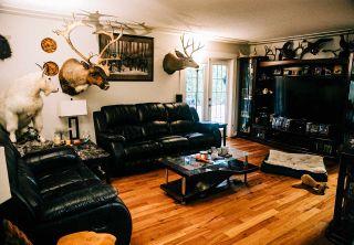 Photo 2: 2036 OAKRIDGE Crescent in Abbotsford: Poplar Manufactured Home for sale : MLS®# R2546701
