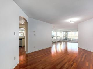 "Photo 13: 219 1869 SPYGLASS Place in Vancouver: False Creek Condo for sale in ""THE REGATTA"" (Vancouver West)  : MLS®# R2327588"