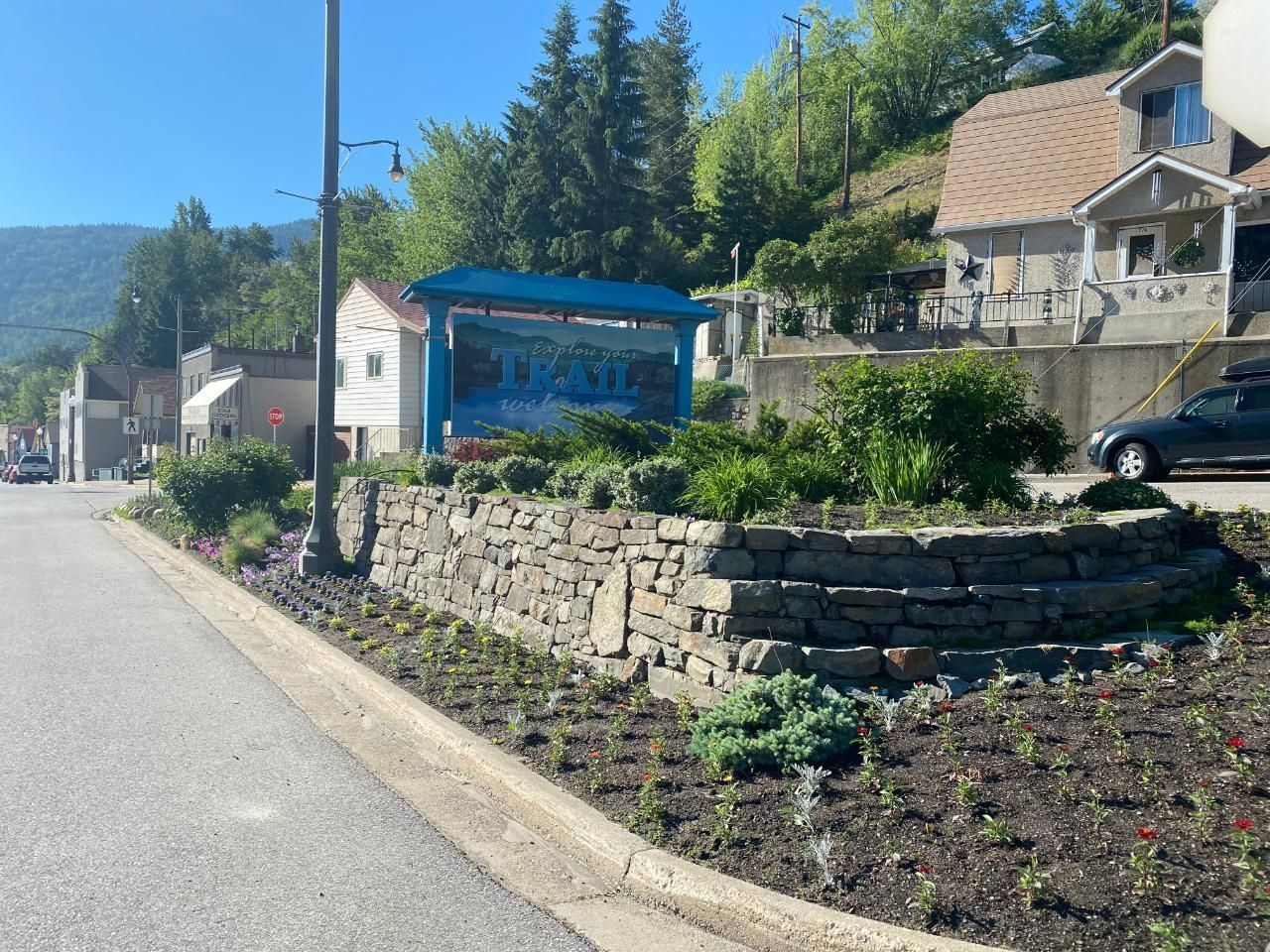 Photo 2: Photos: 328 ROSSLAND AVENUE in Trail: Retail for sale : MLS®# 2459289