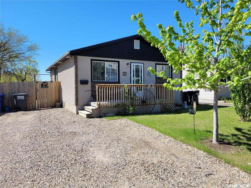 Main Photo: 25 Maxwell Crescent in Saskatoon: Massey Place Residential for sale : MLS®# SK856856