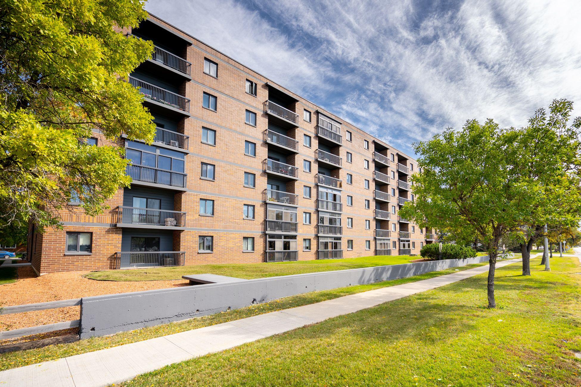 Main Photo: 410 640 Mathias Avenue in Winnipeg: Garden City House for sale (4F)  : MLS®# 202023400