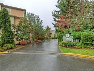 Photo 1: 2 127 Aldersmith Pl in VICTORIA: VR Glentana Row/Townhouse for sale (View Royal)  : MLS®# 779387