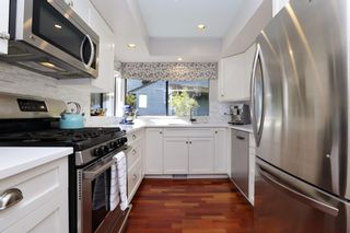 """Photo 14: 822 FREDERICK Road in North Vancouver: Lynn Valley Townhouse for sale in """"Lara Lynn"""" : MLS®# R2214486"""