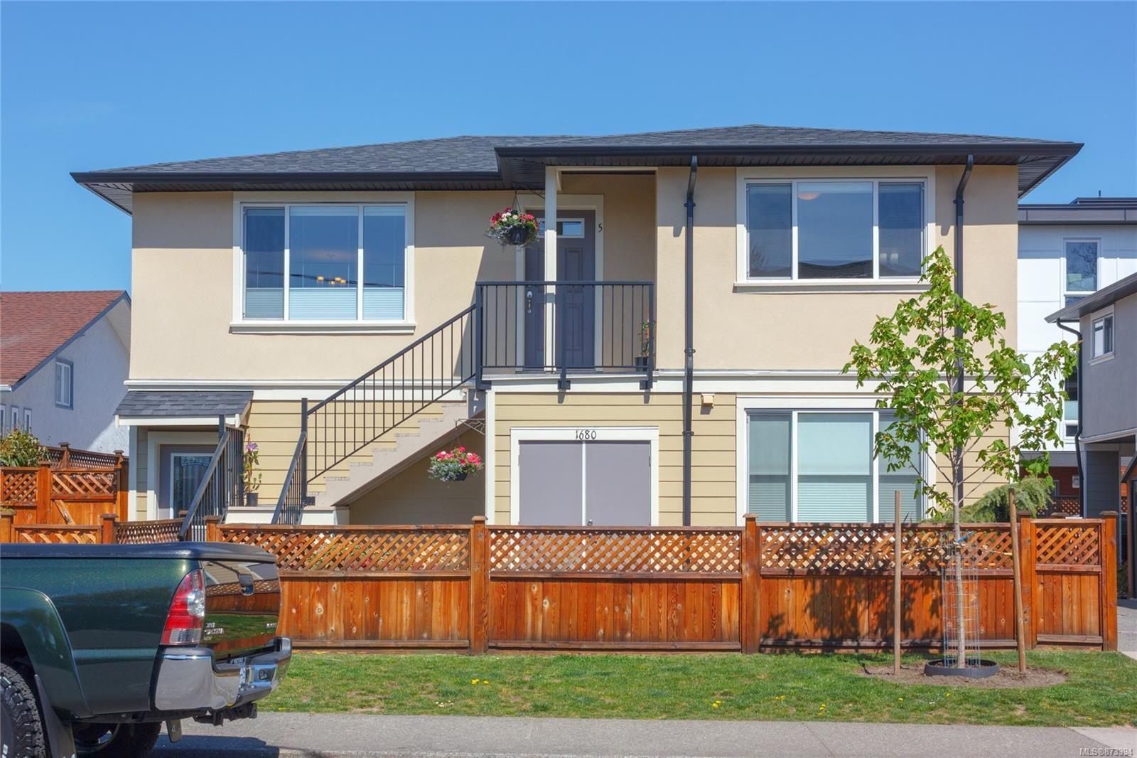 Main Photo: 5 1680 Ryan St in : Vi Oaklands Condo for sale (Victoria)  : MLS®# 873394
