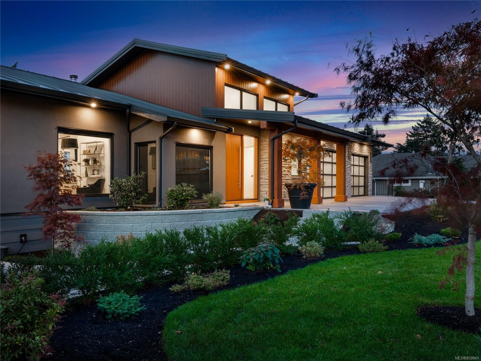 Main Photo: 5460 Bayshore Dr in : Na North Nanaimo House for sale (Nanaimo)  : MLS®# 859841