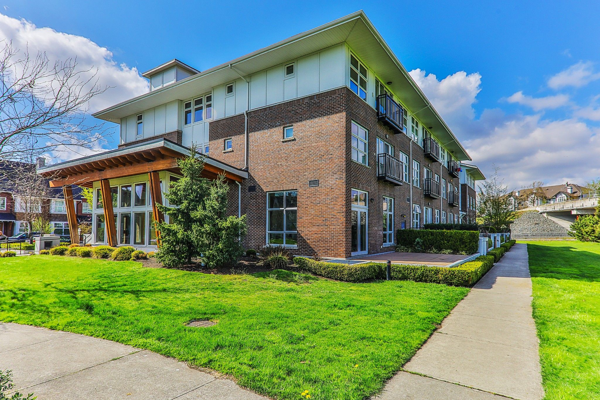 Main Photo: 310 245 Brookes Street in New Westminstwr: Queensborough Condo for sale (New Westminster)  : MLS®# R2388839