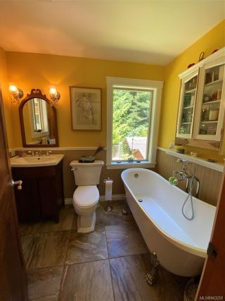 Photo 5: 144 Douglas Rd in Salt Spring: GI Salt Spring House for sale (Gulf Islands)  : MLS®# 843250