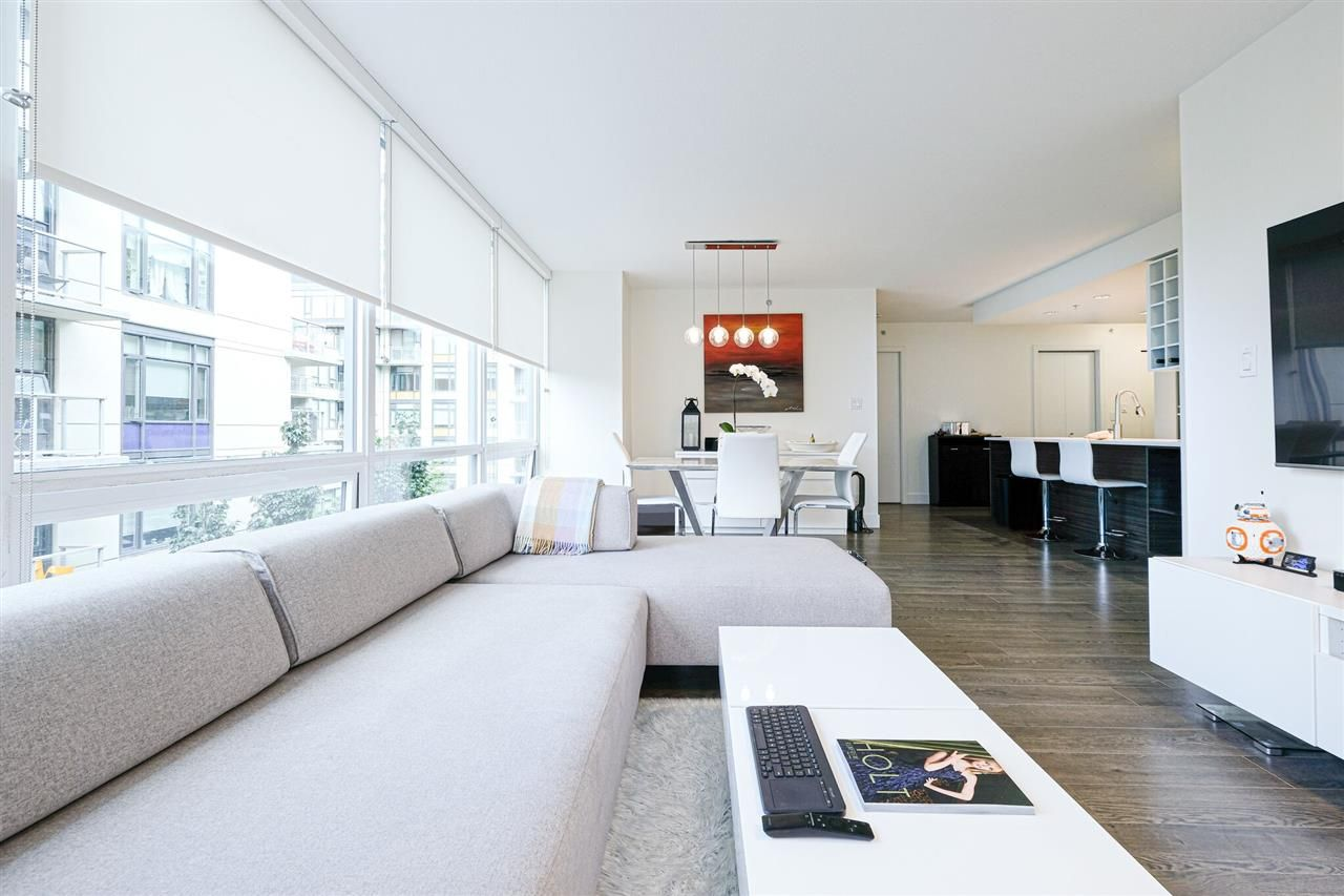 """Main Photo: 319 1783 MANITOBA Street in Vancouver: False Creek Condo for sale in """"The Residence at West"""" (Vancouver West)  : MLS®# R2386439"""