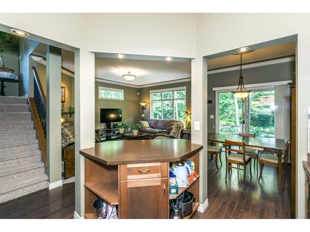 """Photo 11: Photos: 32 46840 RUSSELL Road in Sardis: Promontory Townhouse for sale in """"Timeber Ridge"""" : MLS®# R2359001"""