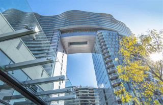 """Photo 2: 1603 89 NELSON Street in Vancouver: Yaletown Condo for sale in """"THE ARC"""" (Vancouver West)  : MLS®# R2411058"""