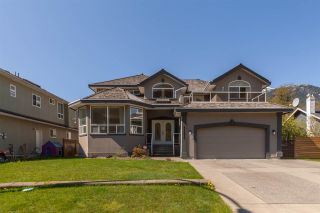 """Photo 1: 41373 DRYDEN Road in Squamish: Brackendale House for sale in """"BRACKENDALE - EAGLE RUN"""" : MLS®# R2571749"""