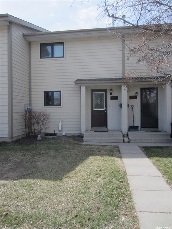 Main Photo: 1004 145 SANDY Court in Saskatoon: River Heights SA Residential for sale : MLS®# SK851865
