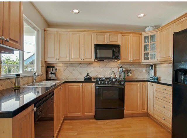 """Photo 2: Photos: 5 235 E 11TH Street in North Vancouver: Central Lonsdale Townhouse for sale in """"Fairview Court"""" : MLS®# V1094152"""
