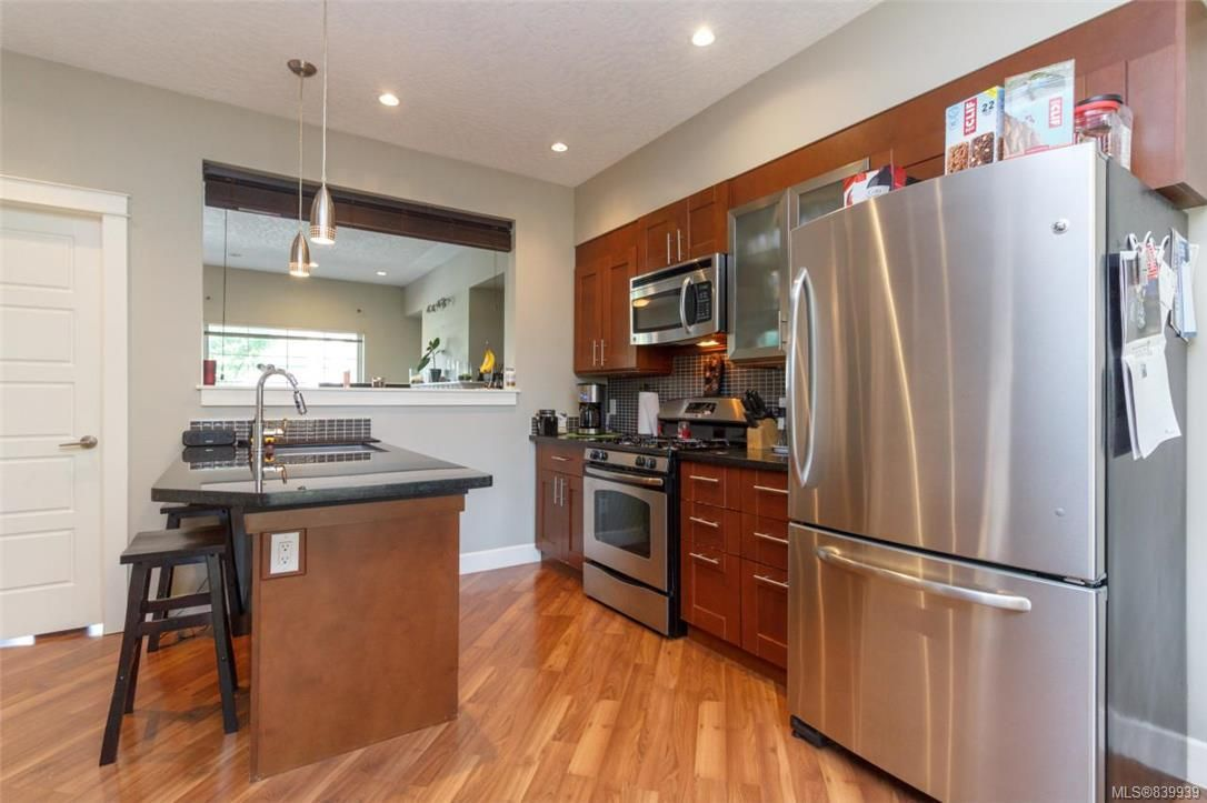 Photo 4: Photos: 205 785 Station Ave in Langford: La Langford Proper Row/Townhouse for sale : MLS®# 839939