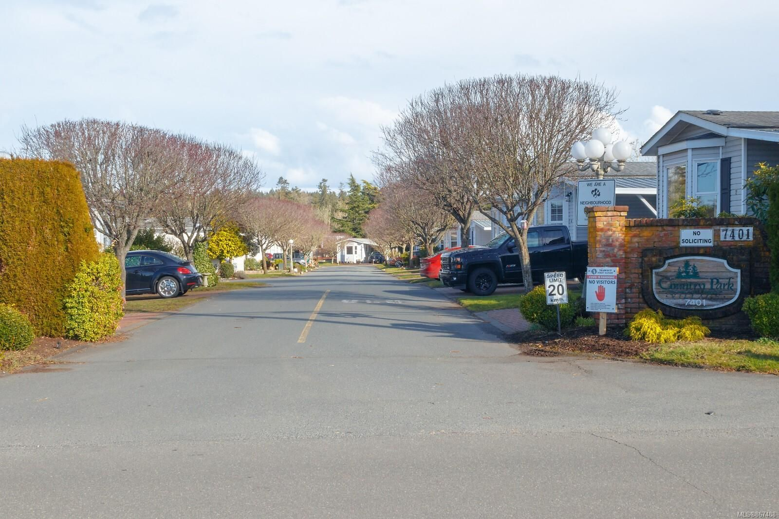 Main Photo: 26 7401 Central Saanich Rd in : CS Hawthorne Manufactured Home for sale (Central Saanich)  : MLS®# 867488
