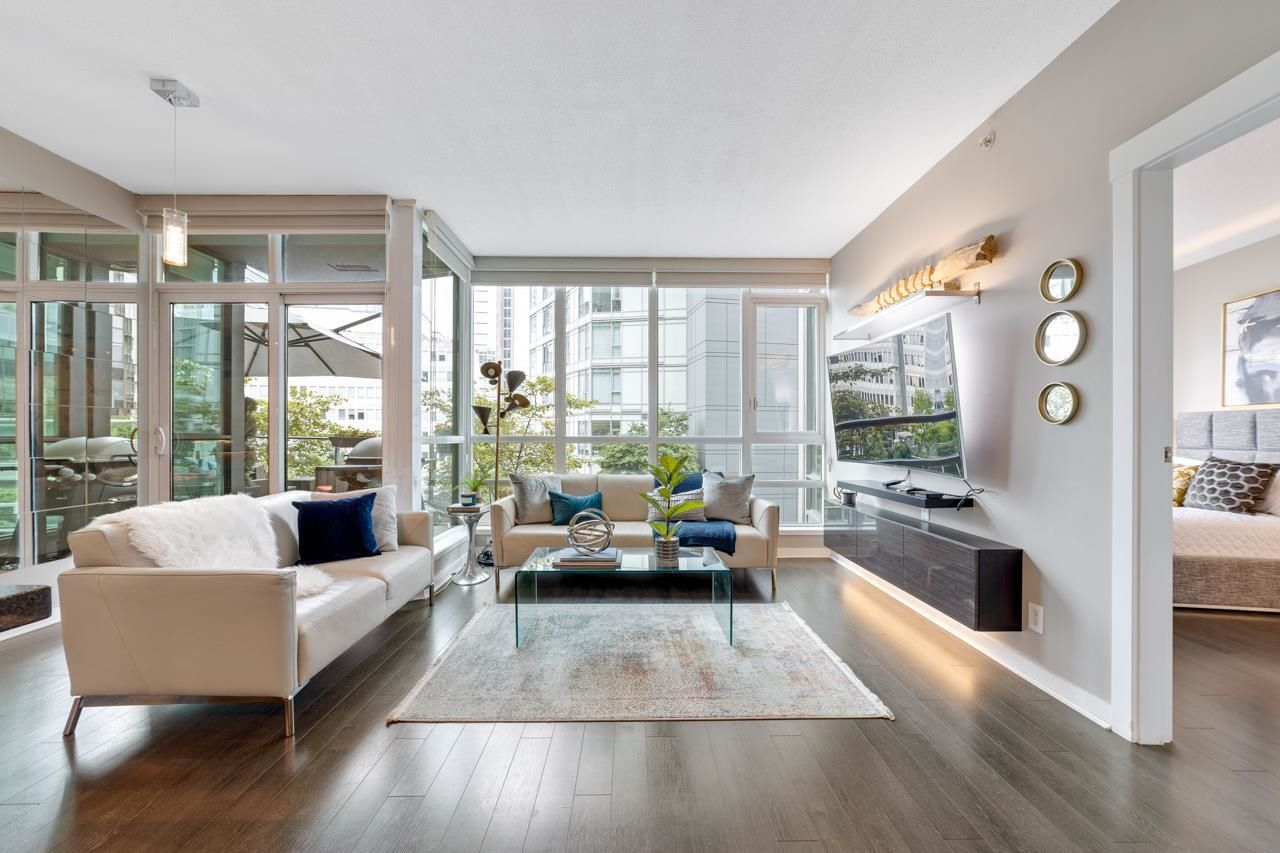 """Main Photo: 302 1189 MELVILLE Street in Vancouver: Coal Harbour Condo for sale in """"THE MELVILLE"""" (Vancouver West)  : MLS®# R2611872"""