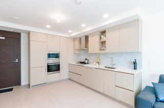 """Photo 5: 1802 455 SW MARINE Drive in Vancouver: Marpole Condo for sale in """"W1"""" (Vancouver West)  : MLS®# R2382915"""