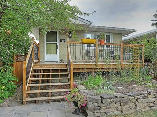 Photo 1: 1922 19 Avenue NW in Calgary: Banff Trail House for sale : MLS®# C4137899