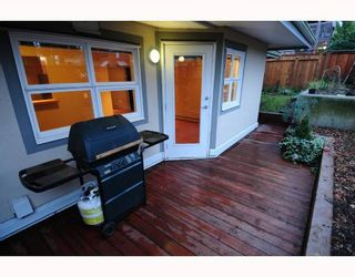 """Photo 2: 105 1515 E 6TH Avenue in Vancouver: Grandview VE Condo for sale in """"WOODLAND TERRACE"""" (Vancouver East)  : MLS®# V745517"""
