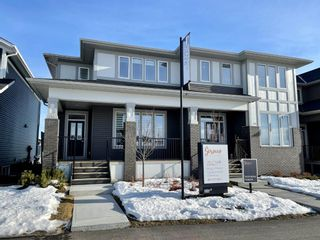 Photo 2: 116 Creekside Drive SW in Calgary: C-168 Semi Detached for sale : MLS®# A1060934