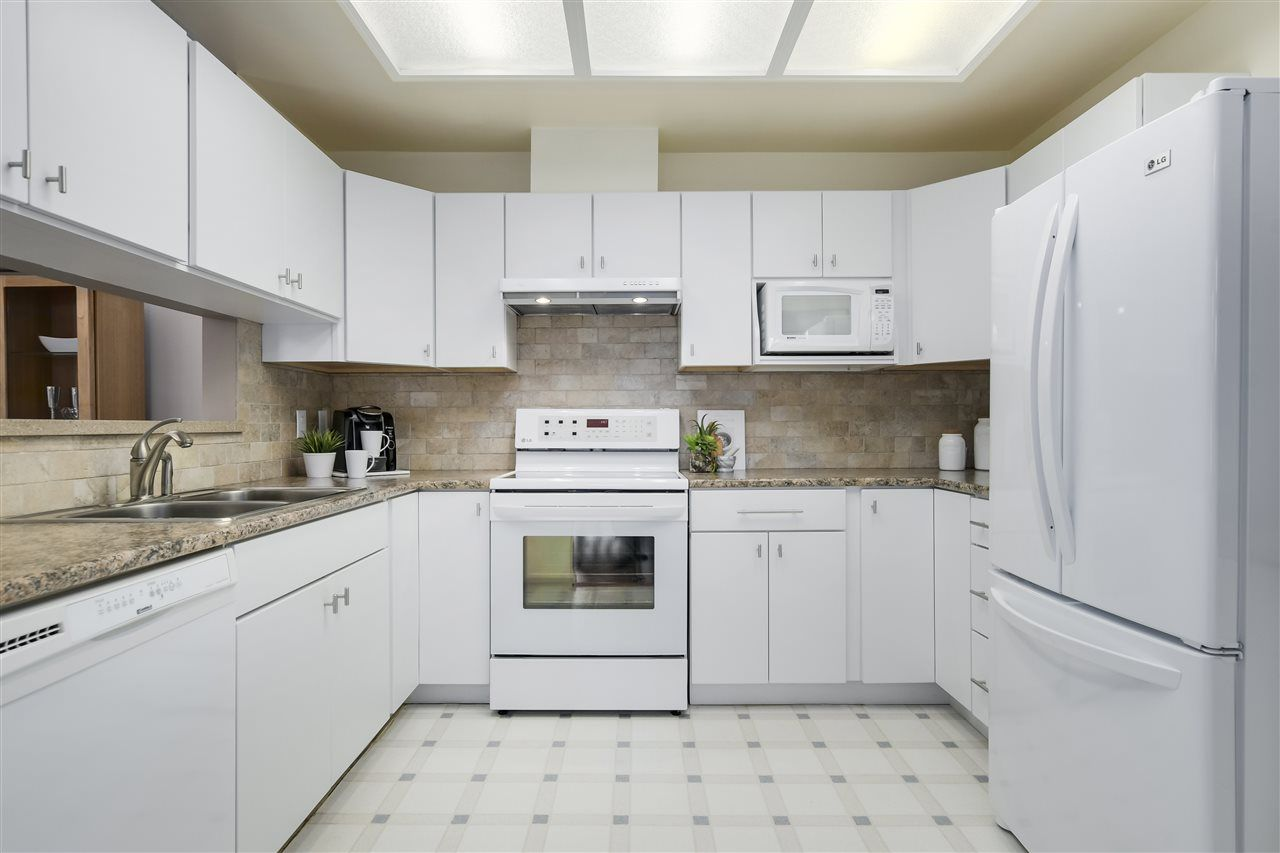"""Photo 8: Photos: 304 7580 MINORU Boulevard in Richmond: Brighouse South Condo for sale in """"CARMEL POINT"""" : MLS®# R2369650"""