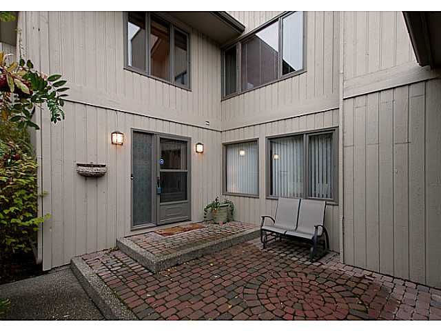 Main Photo: 19 68 BAYCREST Place SW in CALGARY: Bayview Townhouse for sale (Calgary)  : MLS®# C3564721