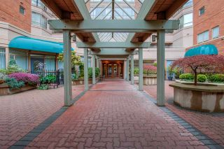 """Photo 31: 104 15111 RUSSELL Avenue: White Rock Condo for sale in """"Pacific Terrace"""" (South Surrey White Rock)  : MLS®# R2545193"""